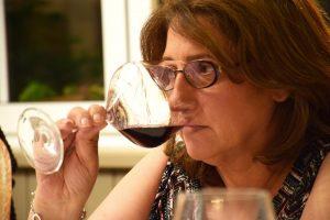 Cata de vino tinto asturiano